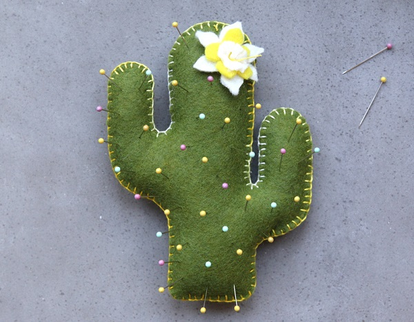 Free pattern: Cactus pincushion