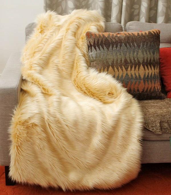 Tutorial: Easy faux fur throw blanket