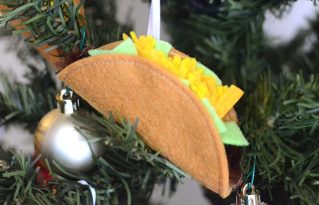Tutorial: Felt taco Christmas ornament