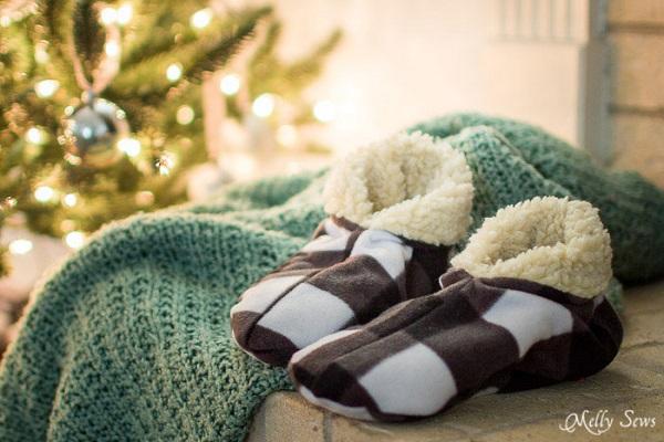 Free pattern: Cozy fleece lined slippers