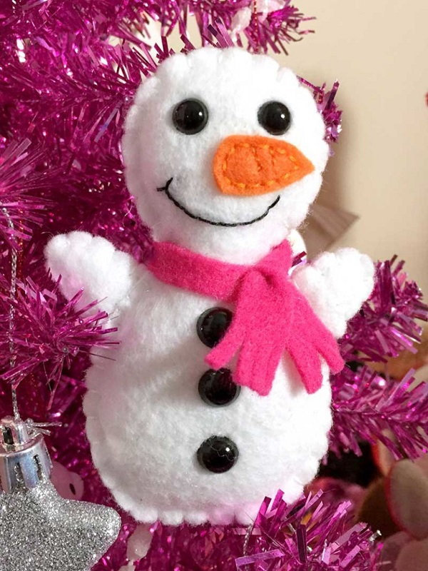 Free pattern: Mini felt snowman softie