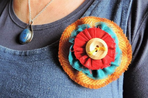 Tutorial Colorful Scrappy Fabric Flower Brooch Sewing