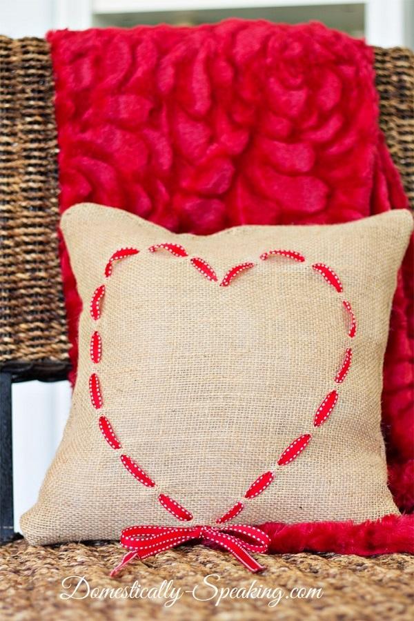 Tutorial: Burlap and ribbon heart pillow