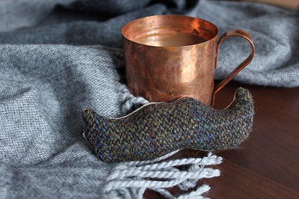 Tutorial: Tweed mustache hand warmer