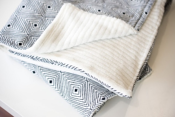 Tutorial: Cozy blanket that's easy to make