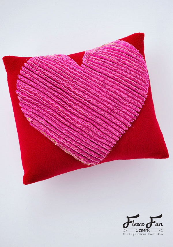 Tutorial: Chenille heart pillow