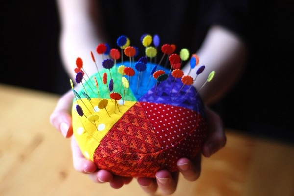 Tutorial: Sew a color wheel pincushion