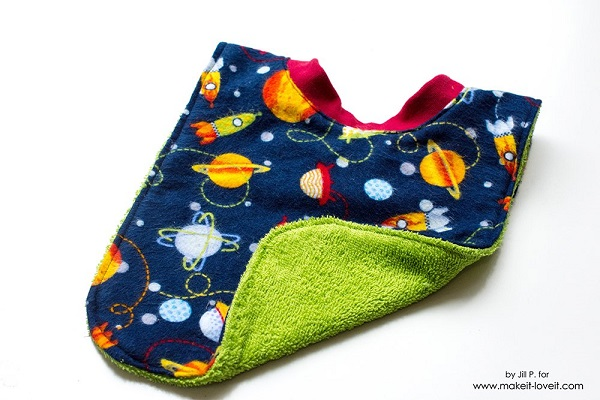 Tutorial: 20-minute reversible baby bib