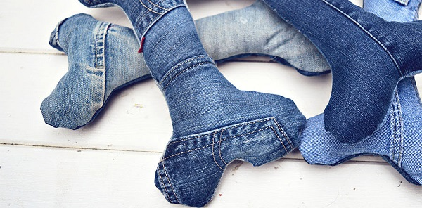 Tutorial: Upcycled jeans dog bone toy