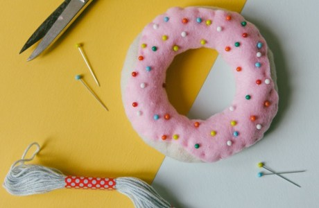Tutorial: Donut pincushion with sprinkles