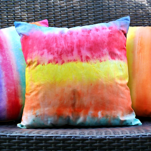 Tutorial: DIY rainbow print pillows