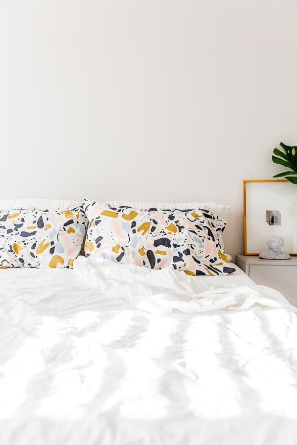 Tutorial Sew a standard pillowcase in 15 minutes