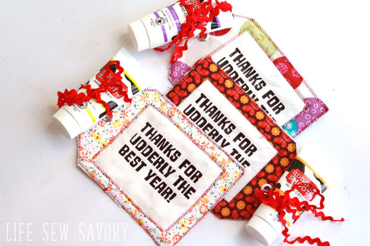 Tutorial: Scrap fabric gift tags
