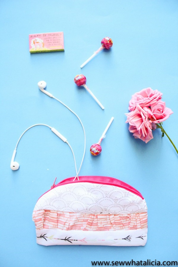 Tutorial: Easy ruffle zipper pouch