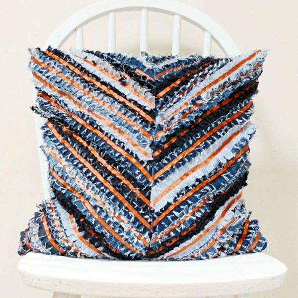 Tutorial: Recycled denim fringed chevron pillow