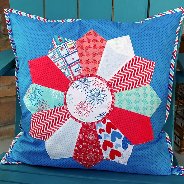 Tutorial: 4th of July Dresden plate pillow
