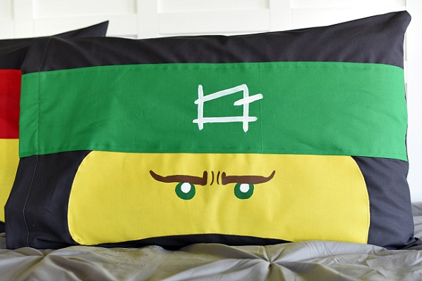 Tutorial and pattern: Lego Ninjago pillowcase