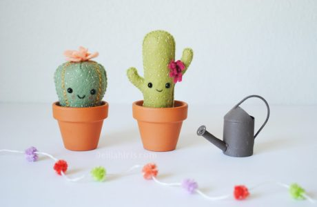 Tutorial and pattern: Itty felt cactus pincushions