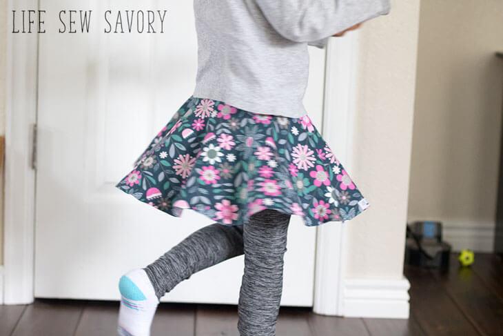 Tutorial and pattern: Little girls skirt with leggings