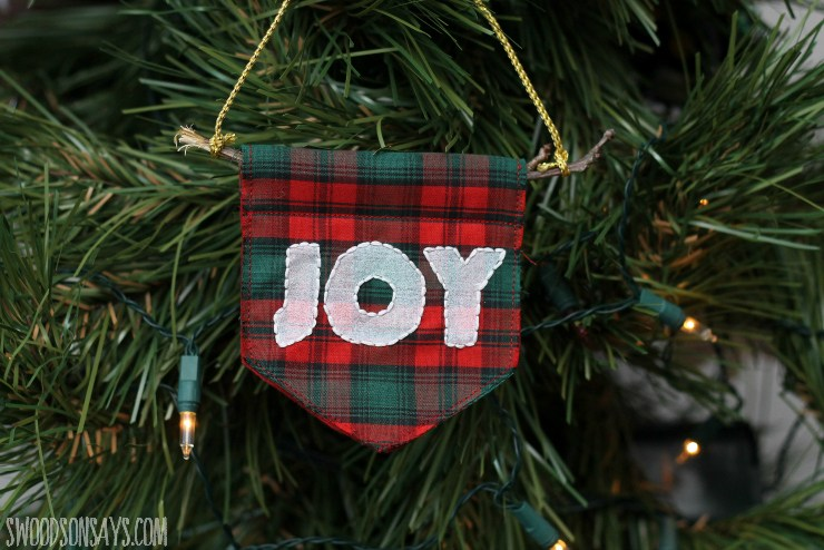 Tutorial and pattern: Embroidered mini banner Christmas ornament