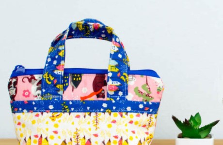 Tutorial and pattern: Tiny zip pouch purse with pockets