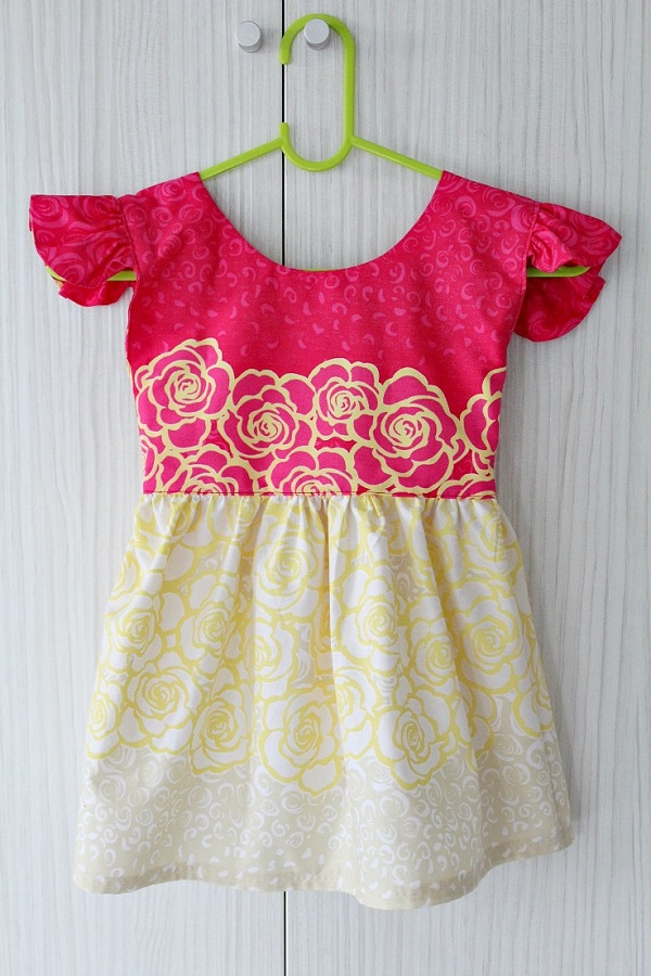 Tutorial: Sew a little girls flutter sleeve dress
