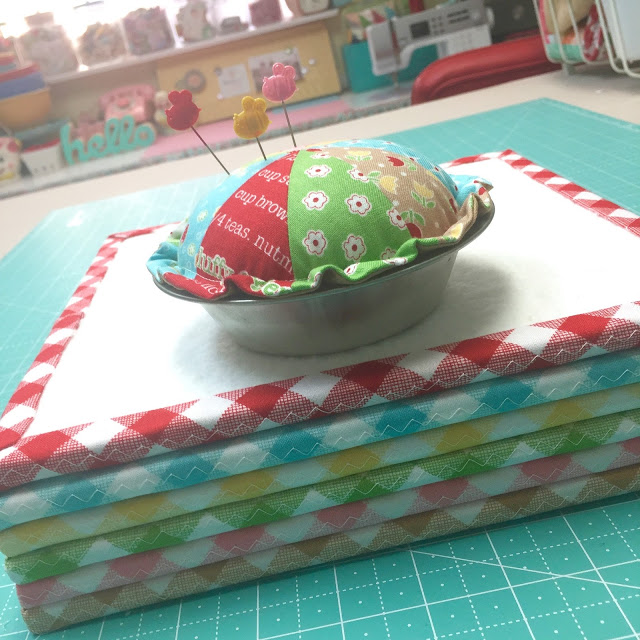 Tutorial: Mini patchwork pie pincushion
