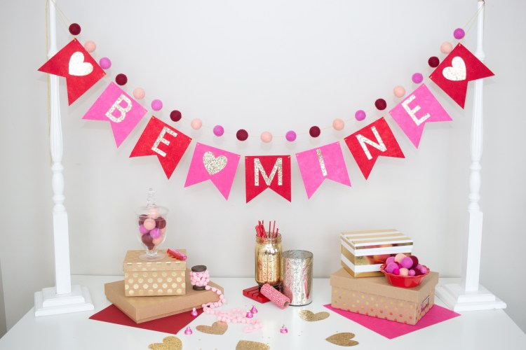 Tutorial: Valentine's Day Bunting Banner