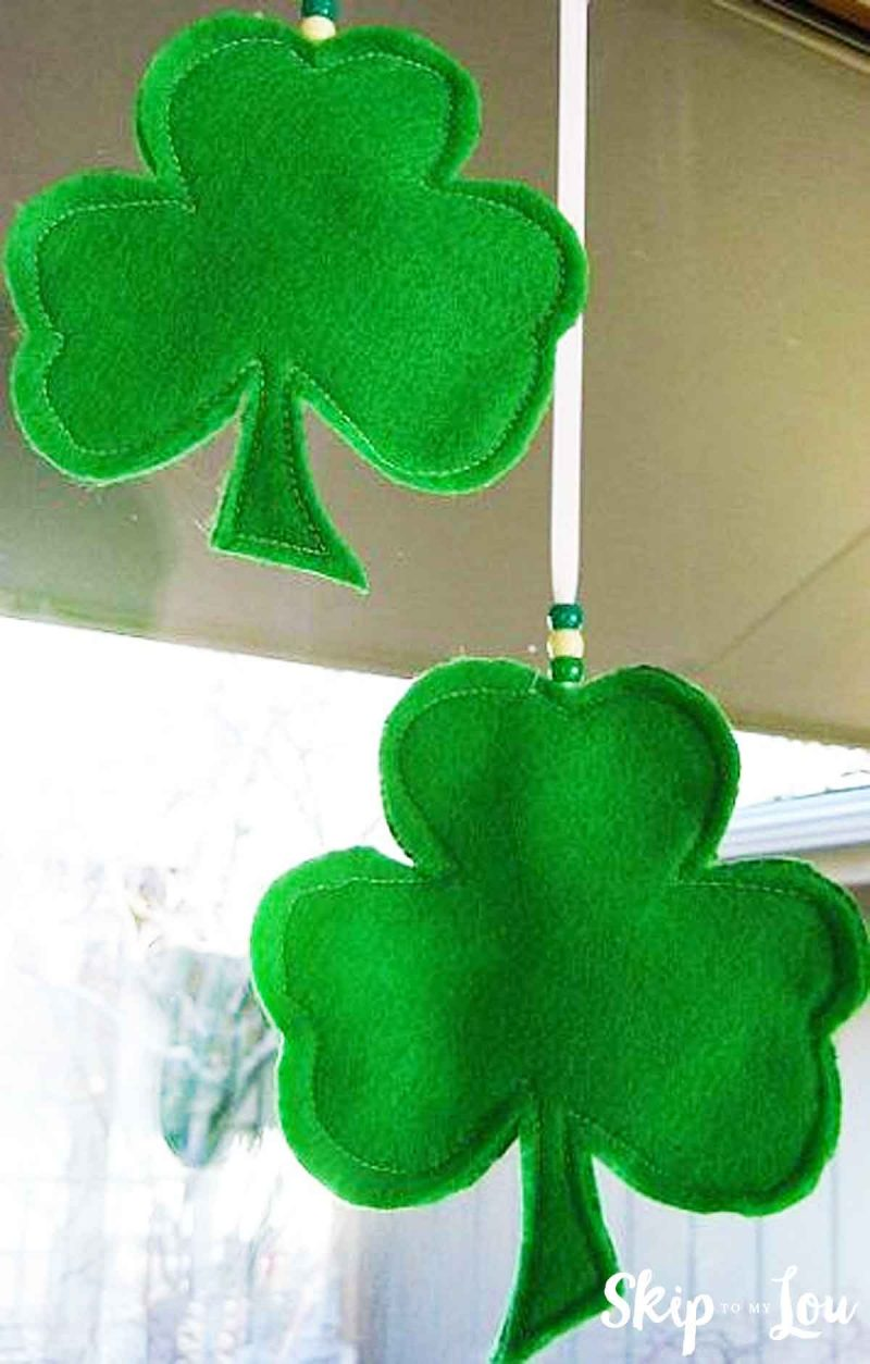 Tutorial and template: Lucky Lou felt shamrock banner