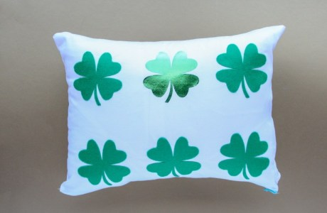 Tutorial: Felt and DecoFoil shamrock pillow