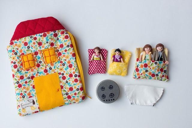 Inspiration: A little fabric dollhouse playset