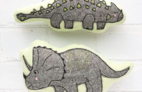 Tutorial and pattern: Simple felt dinosaur softies