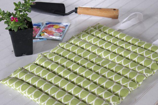 Tutorial: Sew a gardeners' kneeling pad