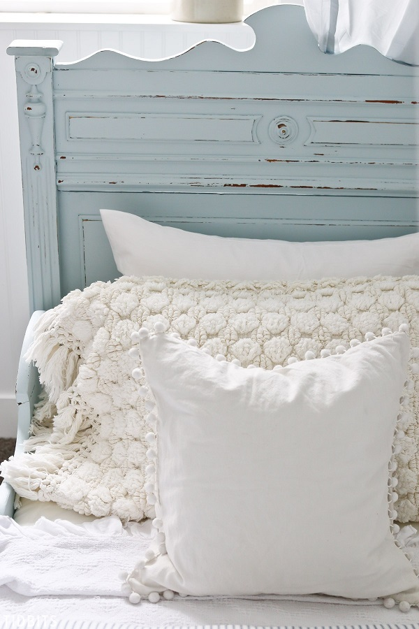 Sewing tutorial: Farmhouse pillow from bath mats