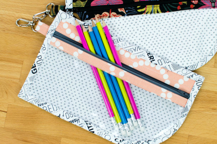 Sewing tutorial: Clippie Zippie clear front zip pouches