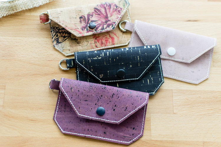 Sewing tutorial: Mini cork fabric wallet