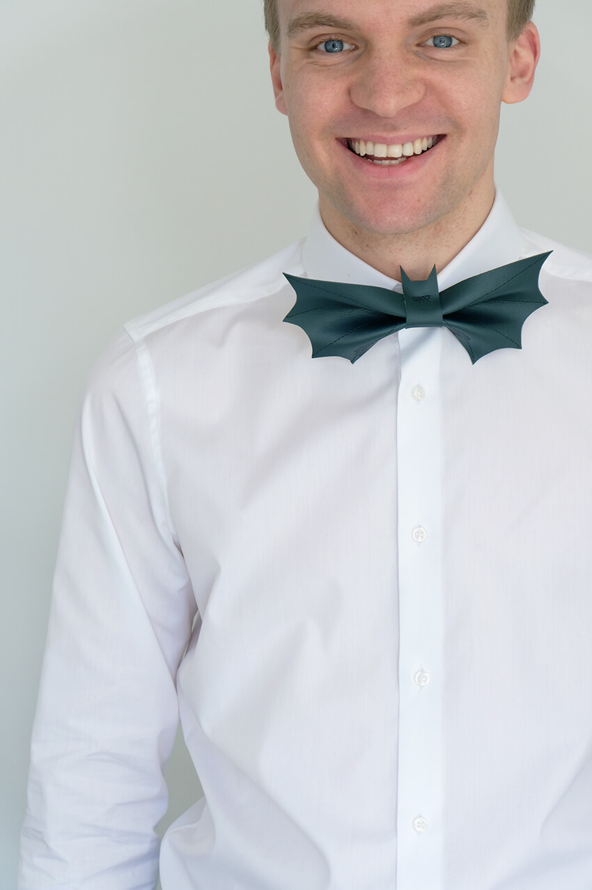 Free sewing pattern: Bat bow tie