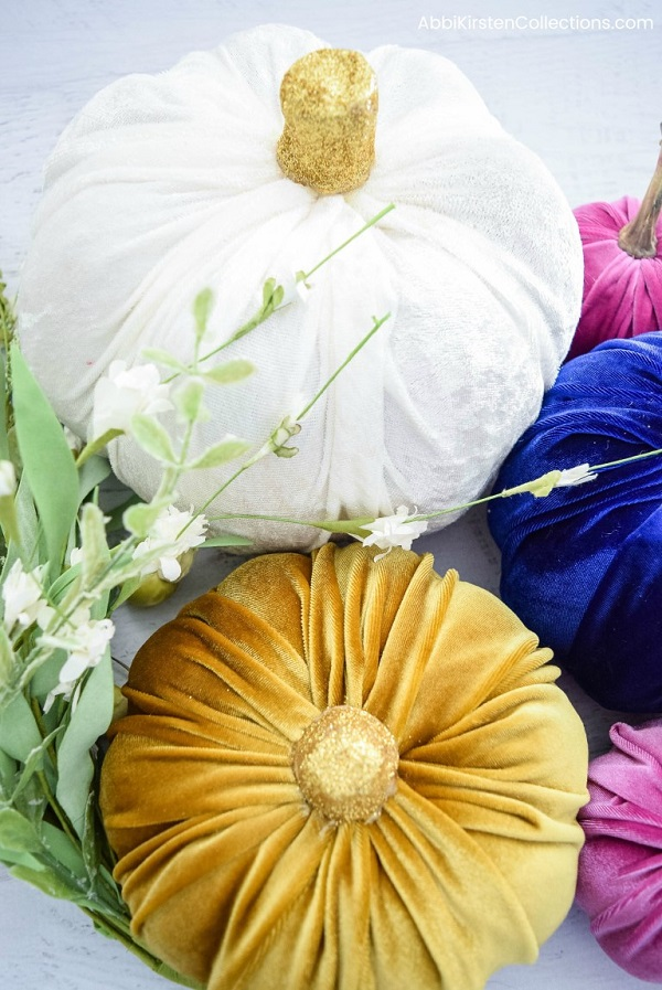 Tutorial: No-sew miniature velvet pumpkin