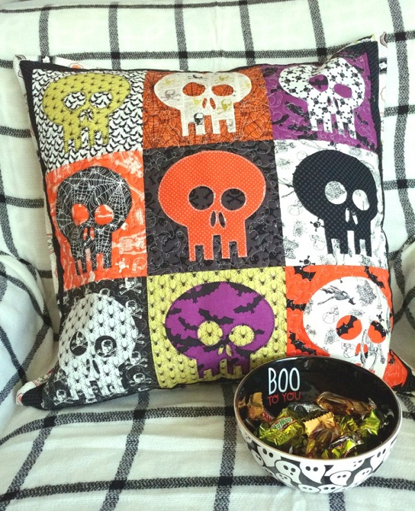 Sewing tutorial: Skeleton color block pillow