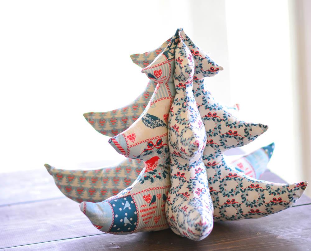 Free sewing pattern: Stuffed fabric Christmas tree – Sewing