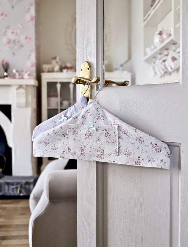 Sewing tutorial: Fabric hanger covers
