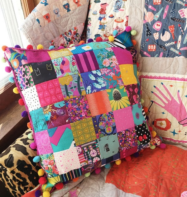 Sewing tutorial: Patchwork and pom pom pillow