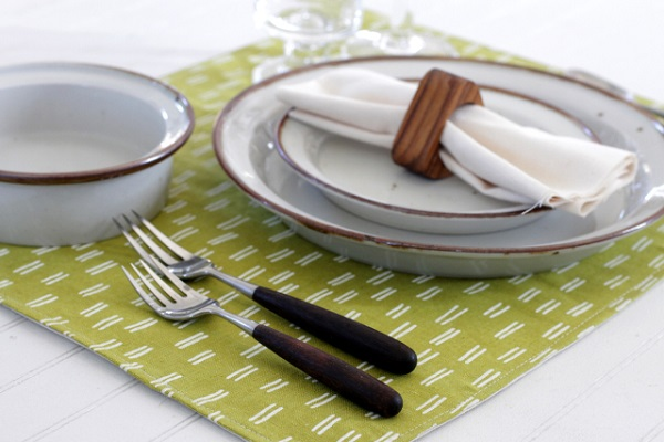 Sewing tutorial: Quick fabric placemats