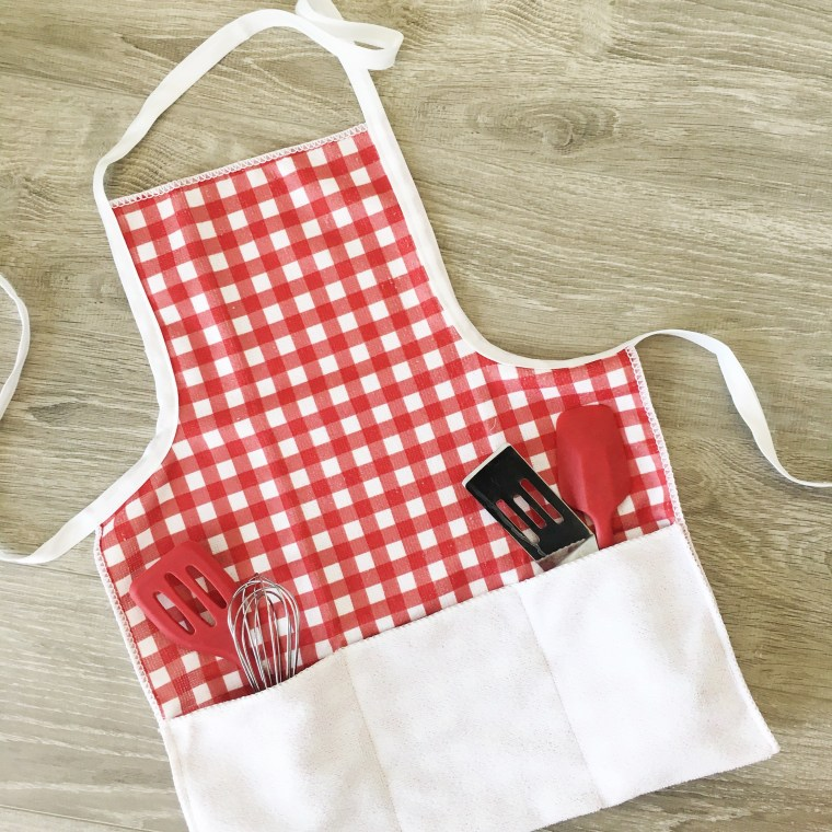 Sewing tutorial: Kids apron from a dish towel