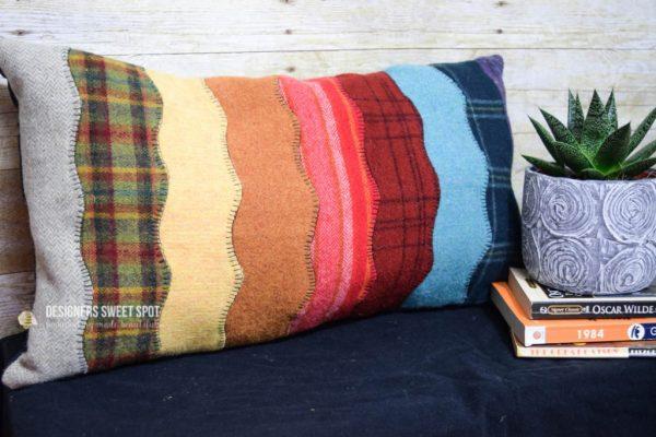 Sewing tutorial: Wavy wool felt stripes pillow
