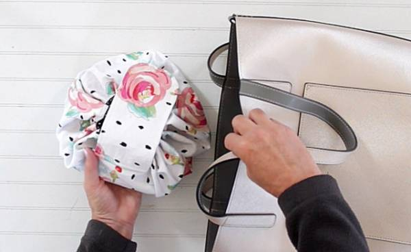 Sewing tutorial: Drawstring makeup bag that opens flat