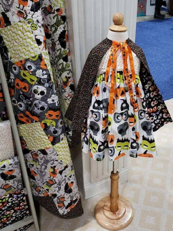 Sewing tutorial: Easy Halloween cape