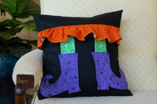Sewing tutorial: Witch boots Halloween pillow