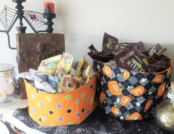 Sewing tutorial: Fabric bucket for Halloween candy