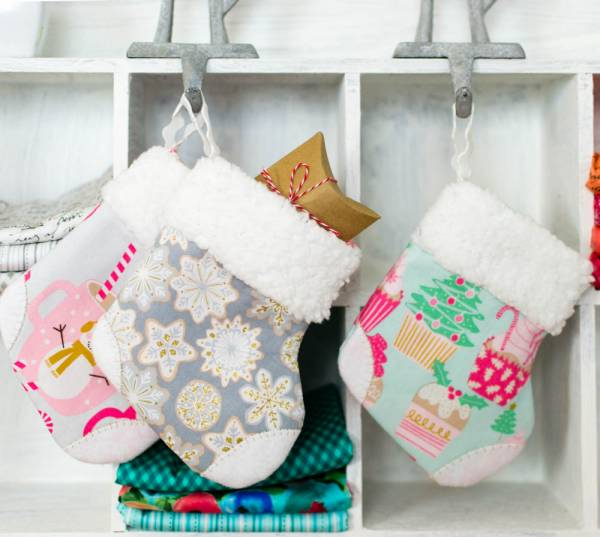 Free pattern: Mini Christmas stockings with faux fur cuff